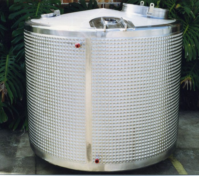 2000 litre dimple jacketed tank for injectable solutions