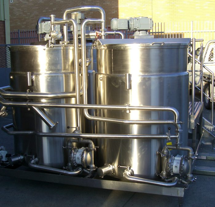 Non pressure water jacketed tanks for chocolate